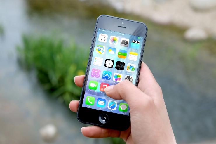 apple phone social media